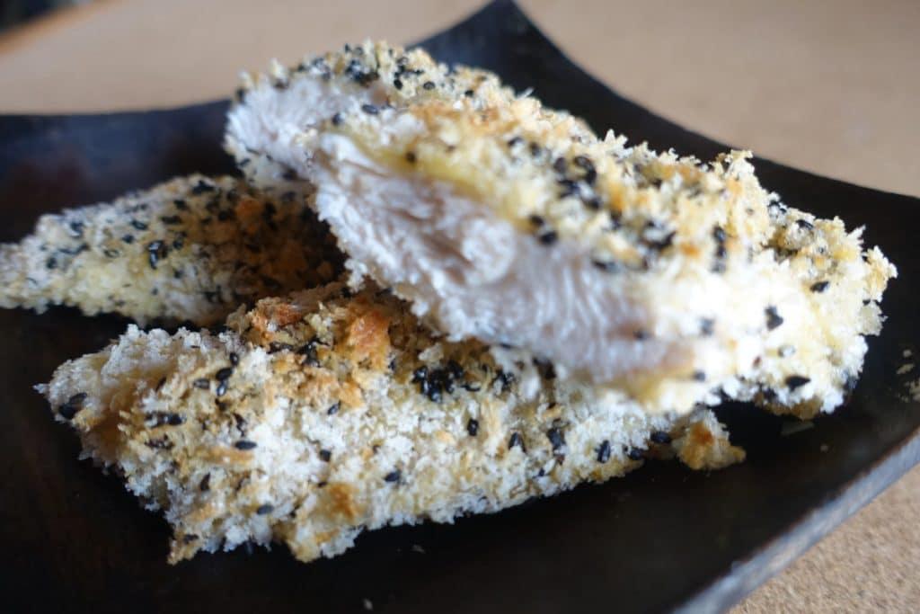 鶏ササミの黒胡麻パン粉焼き